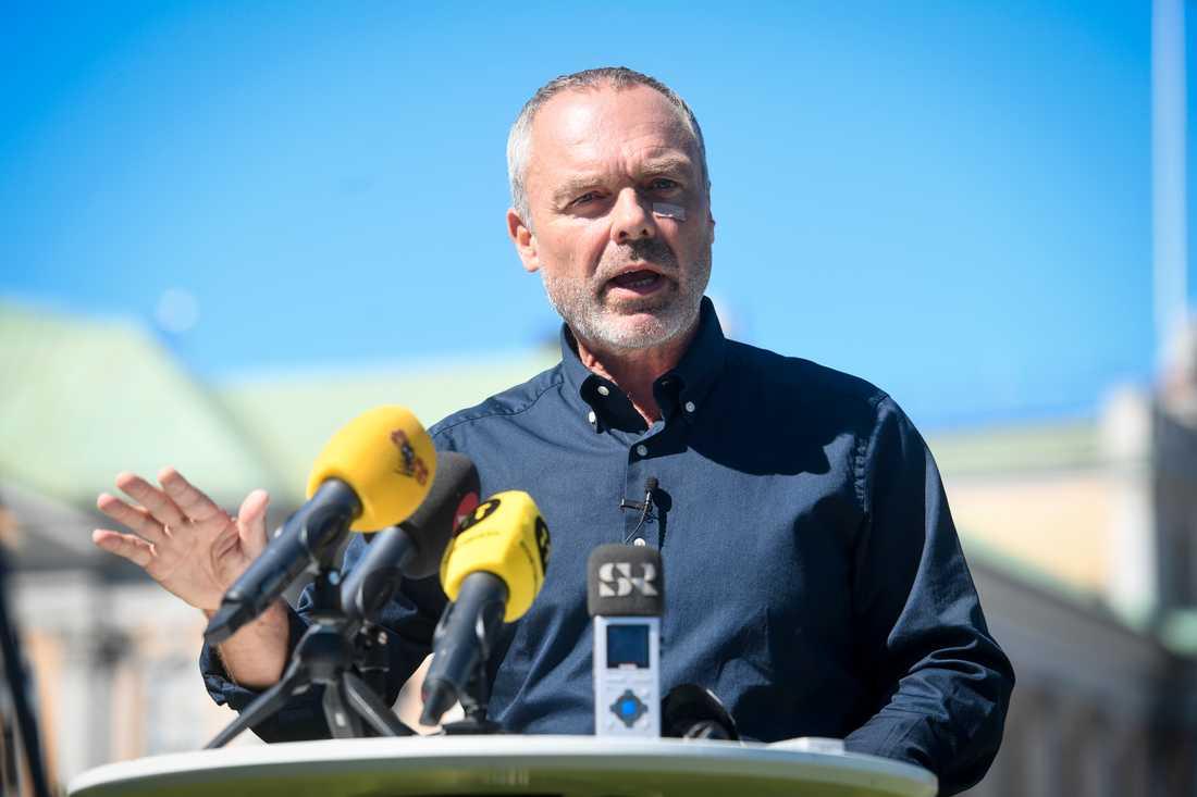 Liberalernas partiledare Jan Björklund vill öka rektorers möjlighet att stänga av stökiga elever. Arkivbild.