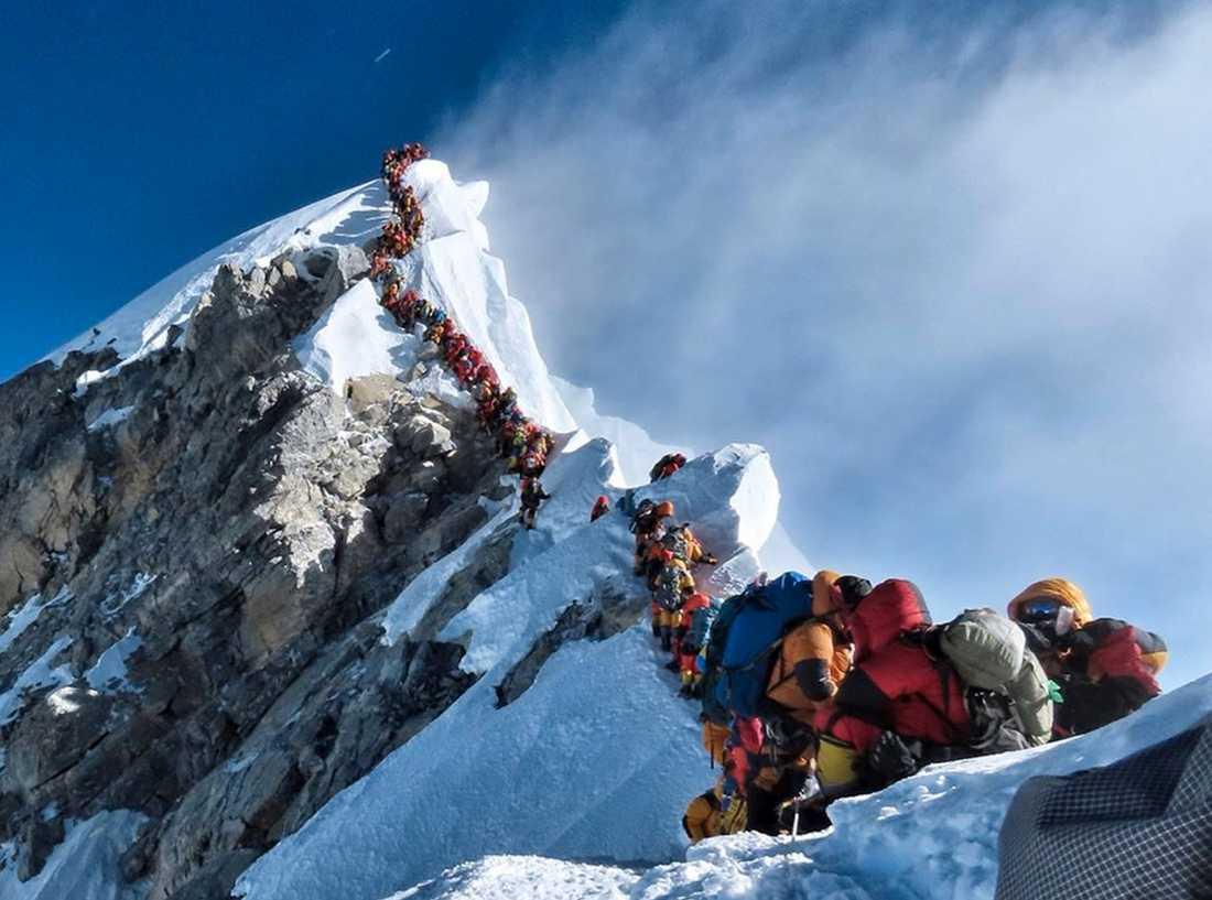 En kö av klättrare på Mount Everest den 22 maj.