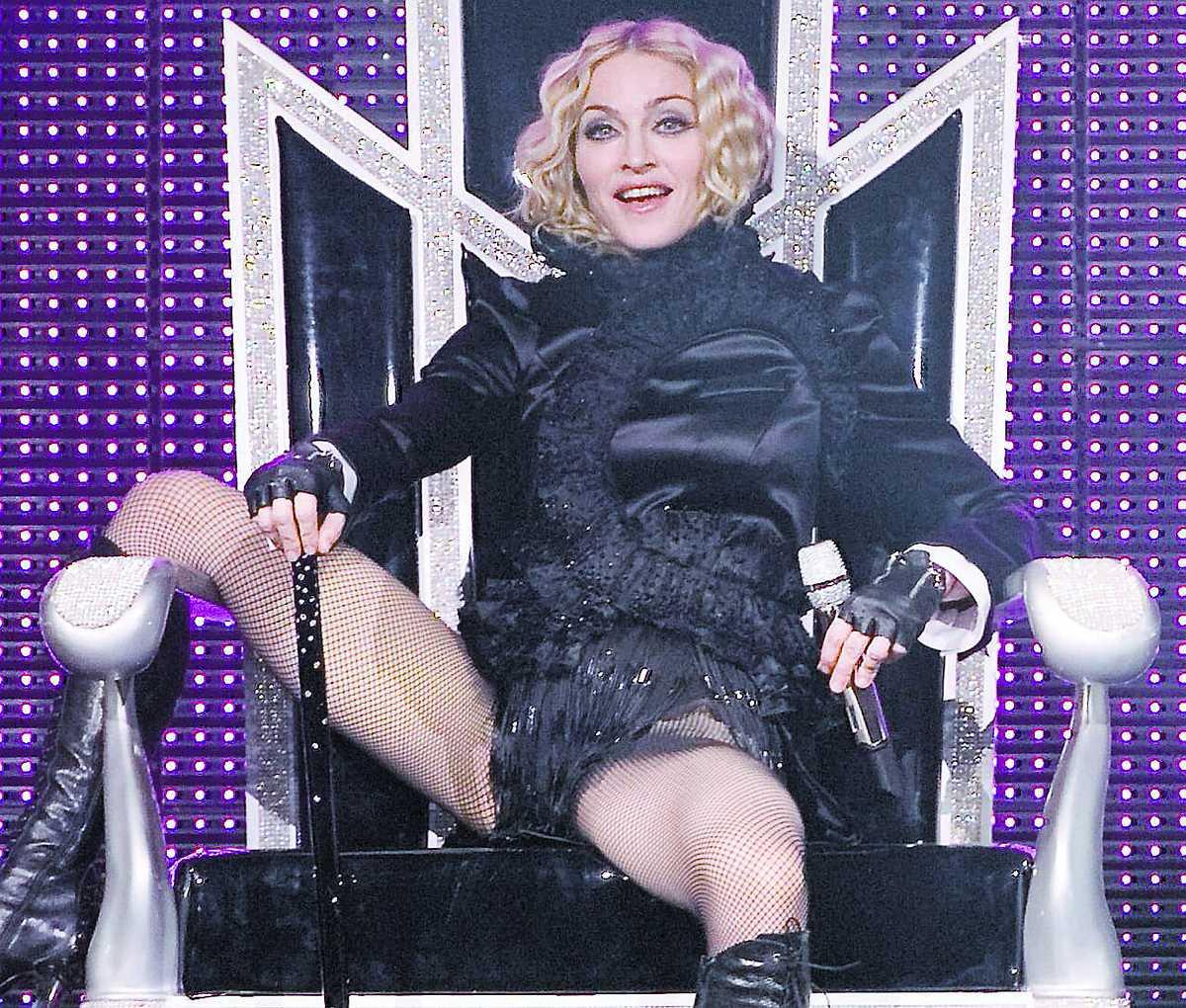 Madonna kan luta sig tillbaka. Hennes turné Sticky & sweet är en riktig kassako.