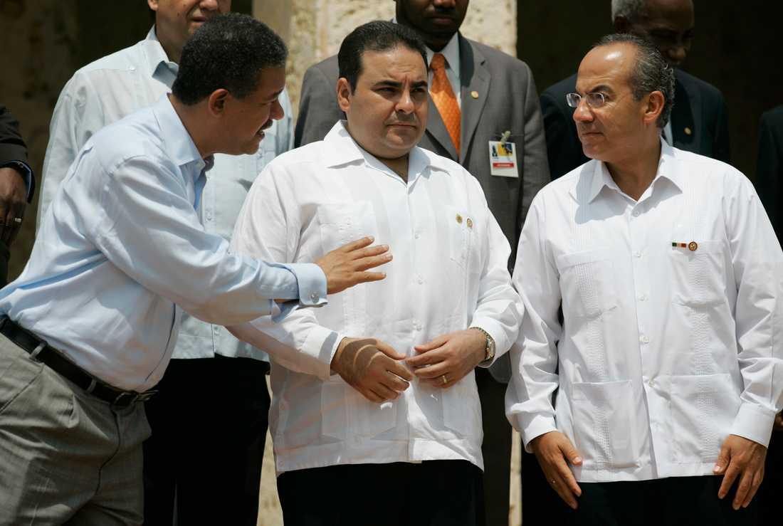 Antonio Saca, i mitten, tillsammans med Dominikanska republikens och Mexikos dåvarande presidenter Leonel Fernández och Felipe Calderón vid ett toppmöte i Colombia 2008. Arkivbild
