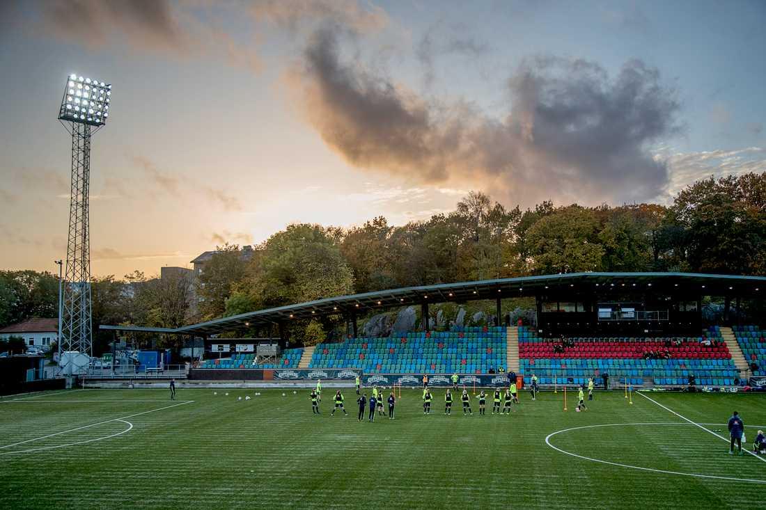 Det svenska fotbollslandslaget är i full gång med sin uppladdning inför VM-kvalet mot Danmark på fredag. Frågan är om laget får någon motståndare.