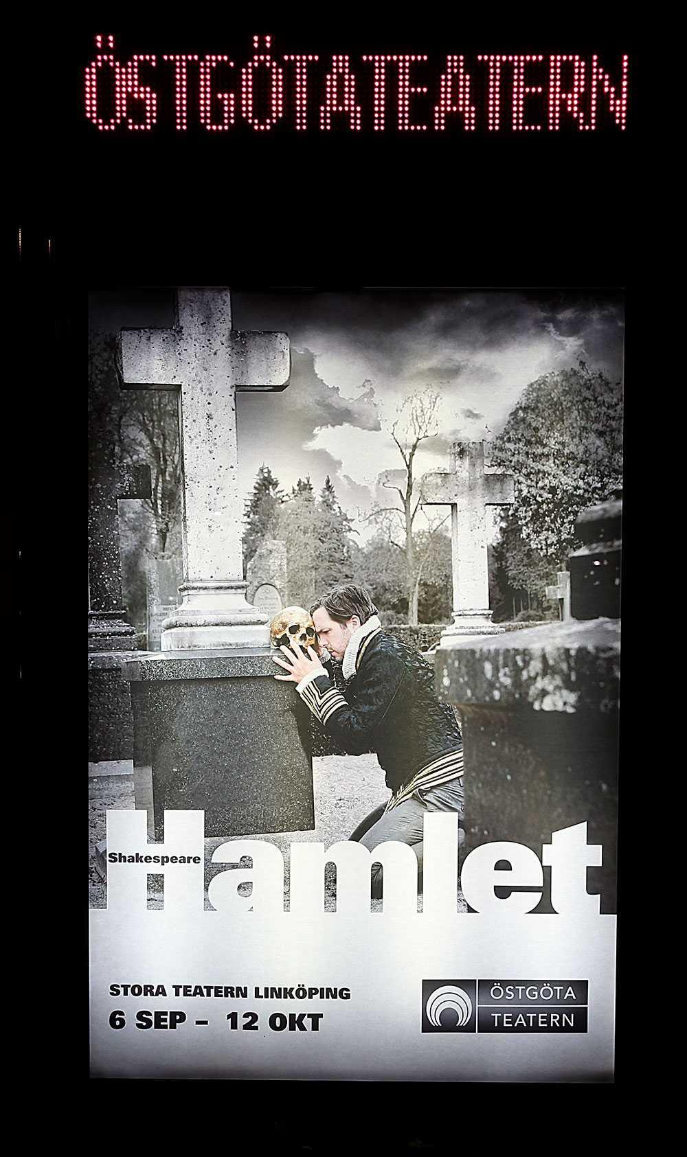 Eleverna såg en uppsättning av Hamlet.