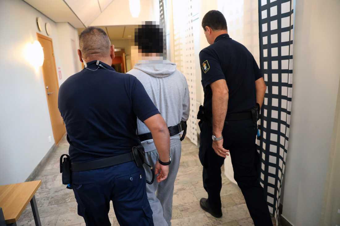 16-åringen vid dagens rättegång.