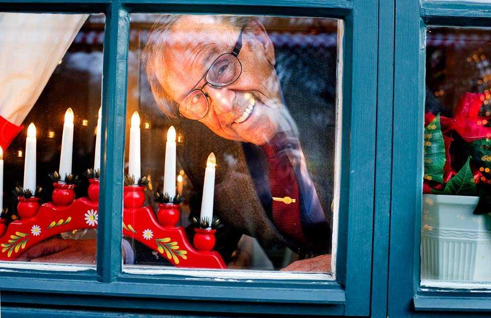 Mellan 1972 och 2002 var Arne Weise mannen som fick tända ljuset.