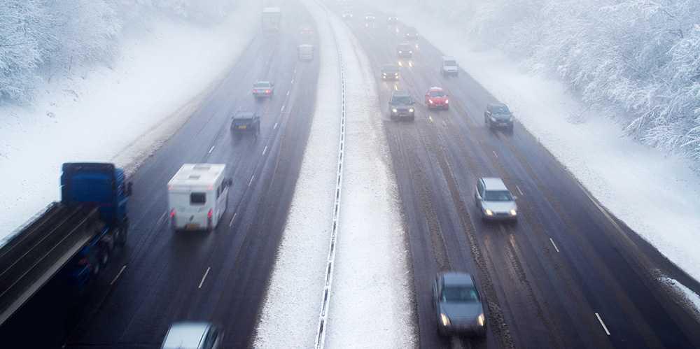 Håll avstånd till andra bilar i jul.