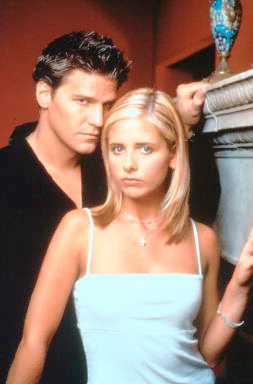 """Sarah Michelle Gellar och David Boreanez i """"Buffy och vampyrerna"""""""