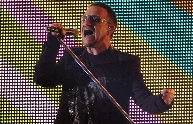 U2:s nya skiva läckte ut på nätet på grund av skivbolagsslarv.