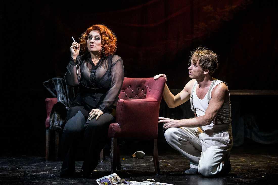 Sarah Dawn Finer och Albin Flinkas i Cabaret.