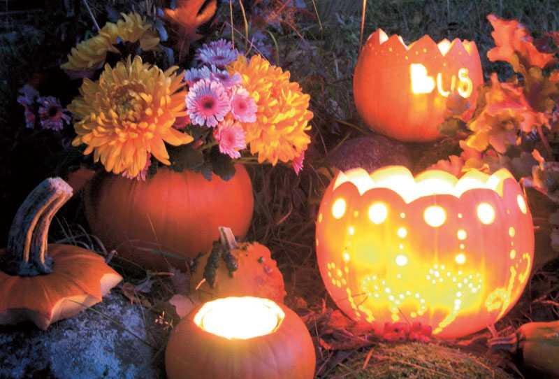 Att gröpa ur en liten pumpa till en värmeljushållare blir fint. Även att karva ur en pumpa helt och sedan använda den som vas till höstens alla blommor blir dekorativt, ute såväl som inne.