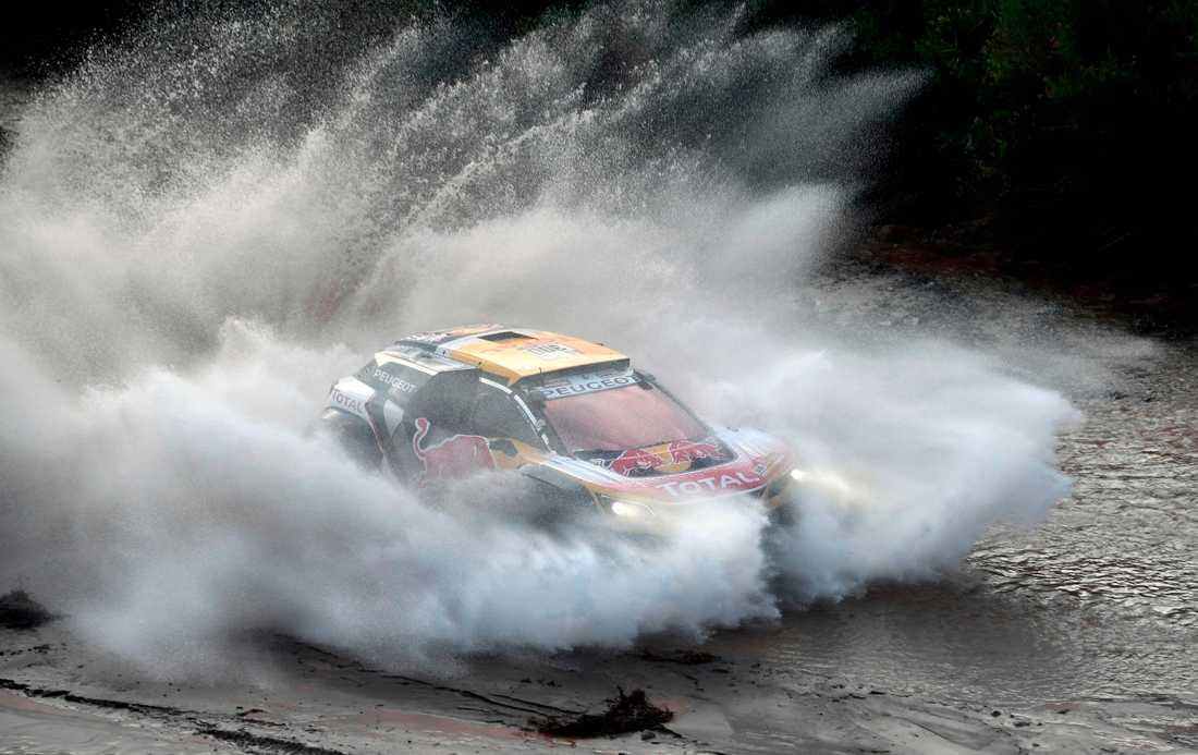 Carlos Sainz kör för seger Dakarrallyt 2018