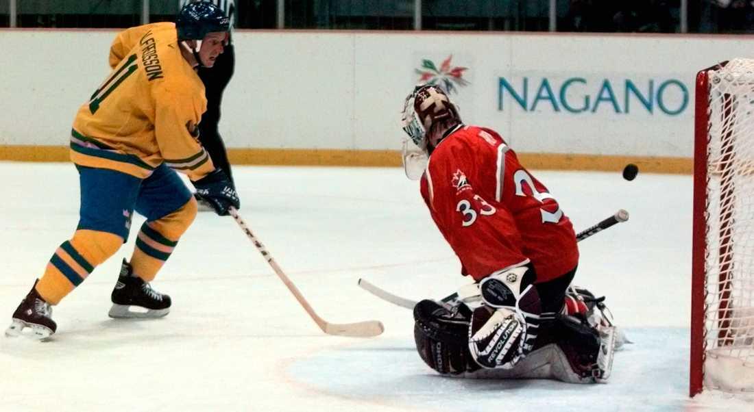 OS-turneringen i Nagano 1998 är inget som Alfredsson vill minnas trots målet här!