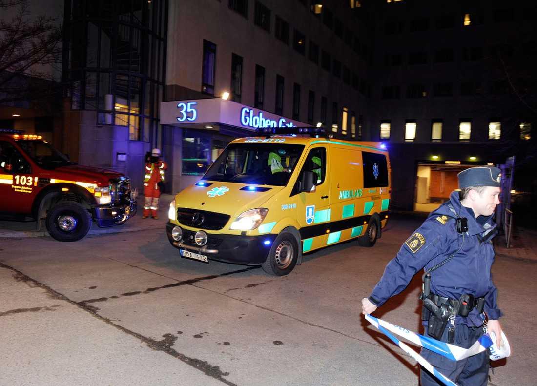 Räddningstjänsten utanför Globen.