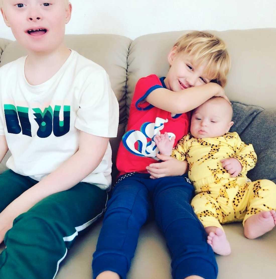 Syskonen Julian, 10, Aldous, 4 och Walter , fem månader.
