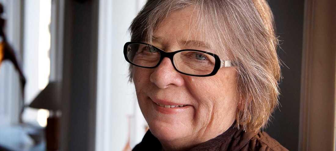 Barbara Ehrenreich är ursprungligen naturvetare och beskriver hur slumpen spelar större roll för våra kroppsliga öden än alla försök att tukta våra kroppar och försöka bromsa livets gång.