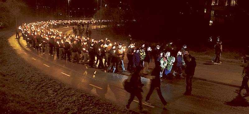 Omkring 700 personer deltog i nazisternas demonstration i Salem i lördags. Under poliseskort marscherade de för att hedra en mördad skinnskalle.