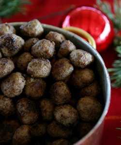 Köttbullar är bättre att ta av från julbordet än prinskorv, menar Viktklubbs dietist.