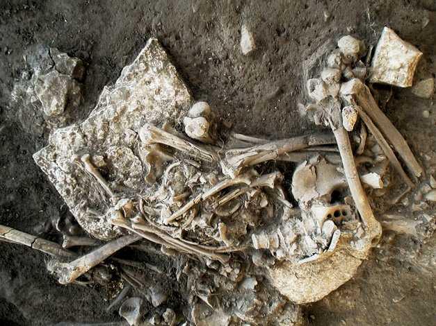 Världens hittills äldsta dna-spår av pest har hittats i en gravkammare utanför Falköping.