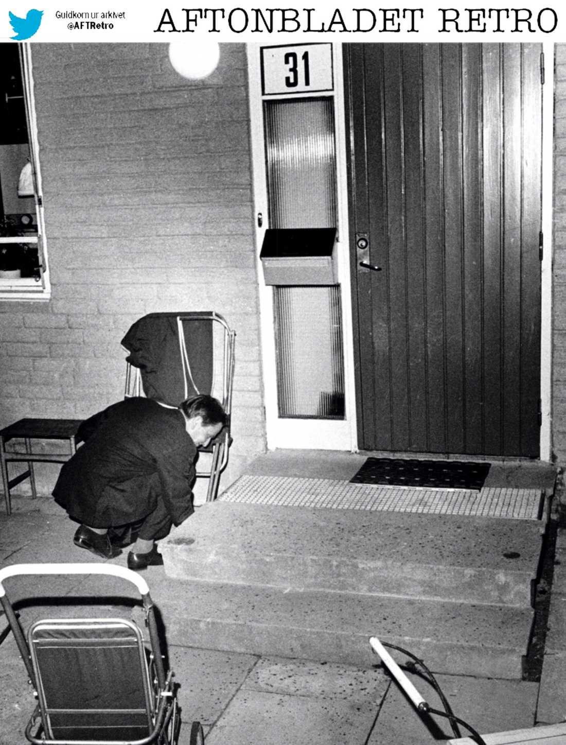På 1970-talet såg säkerheten lite annorlunda ut för våra toppolitiker. Efter valsegern 1970 grävde statsminister Olof Palme fram husnyckeln under farstubron där Lisbet lagt den.