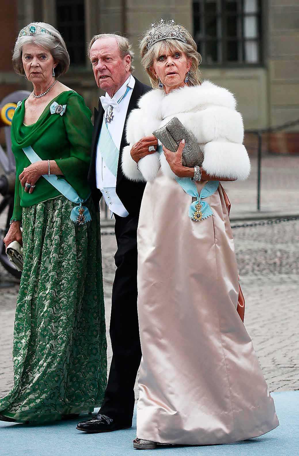 Kungligt. Prinsessan Birgitta med maken Johann George ''Hansi'' av Hohenzollern på väg till Victoria och Daniels bröllop.