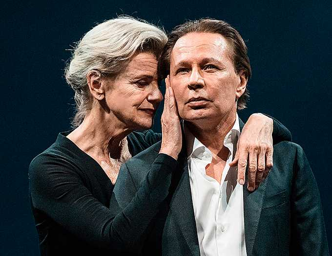 "Stina Ekblad och Reine Brynolfsson  i ""Oidipus/Antigone""."