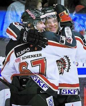 Pohl och Niskala jublar efter segern.