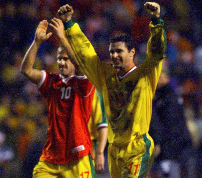 Med Wales landslag 1998.