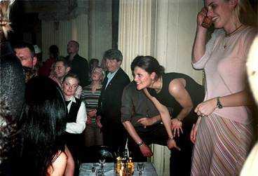 party Februari 2001. Victoria med vänner på Wyclef Jean-konsert på Café Opera.