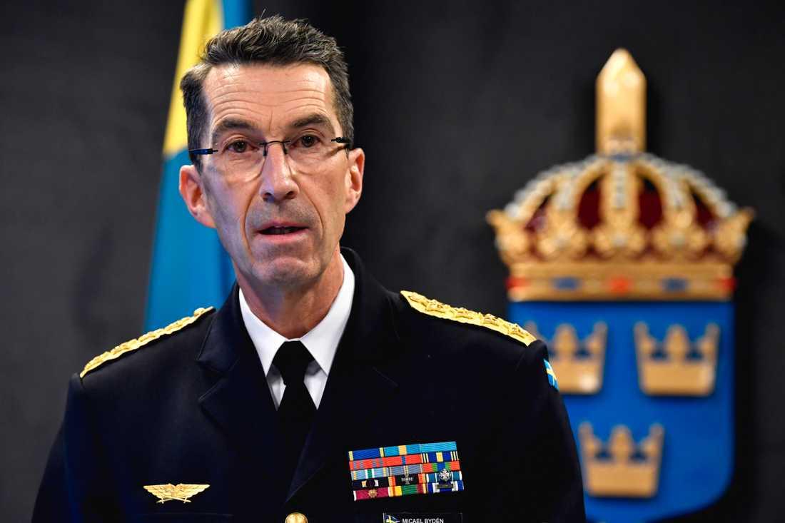 Överbefälhavare Micael Bydén känner sig trygg i ur Försvarsmakten har räknat på försvarsberedningens förslag. Arkivbild.