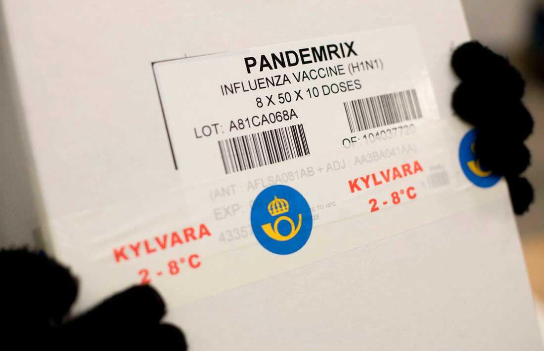 Den 12 oktober 2009. Vaccin mot svininfluensan levereras till landstingen på flera platser i landet. Arkivbild.