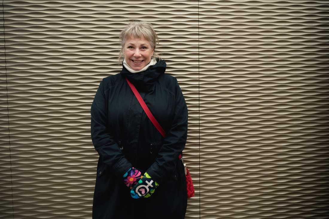 Konstnären och kroppsaktivisten Stina Wollter är även författare, artist och radiopratare.