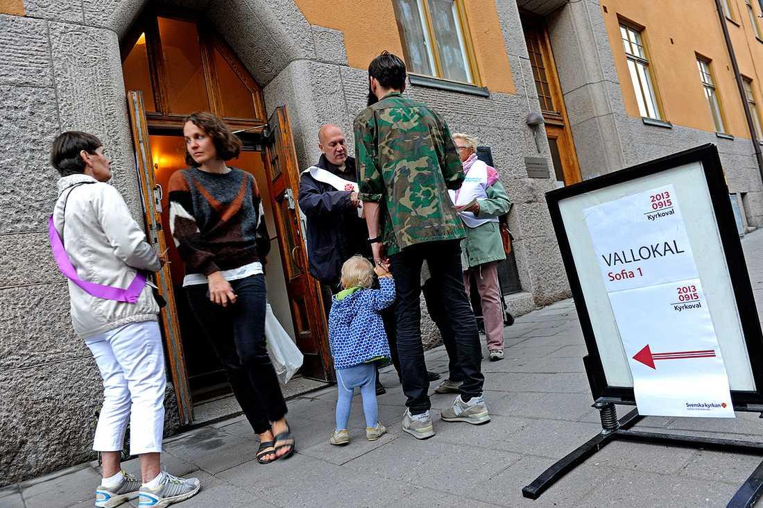 Utanför vallokalen i Sofia, Södermalm.