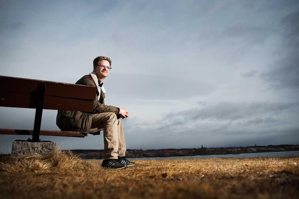 Anders Persson, 29, har flera gånger stött på problem med vakter på grund av sin nervskada.