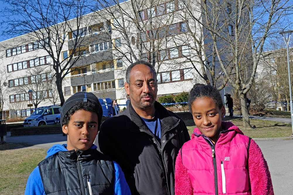 Grannarna, sonen Sofonias, pappa Temesgen och dottern Abigel Essayas blev vittnen till händelsen