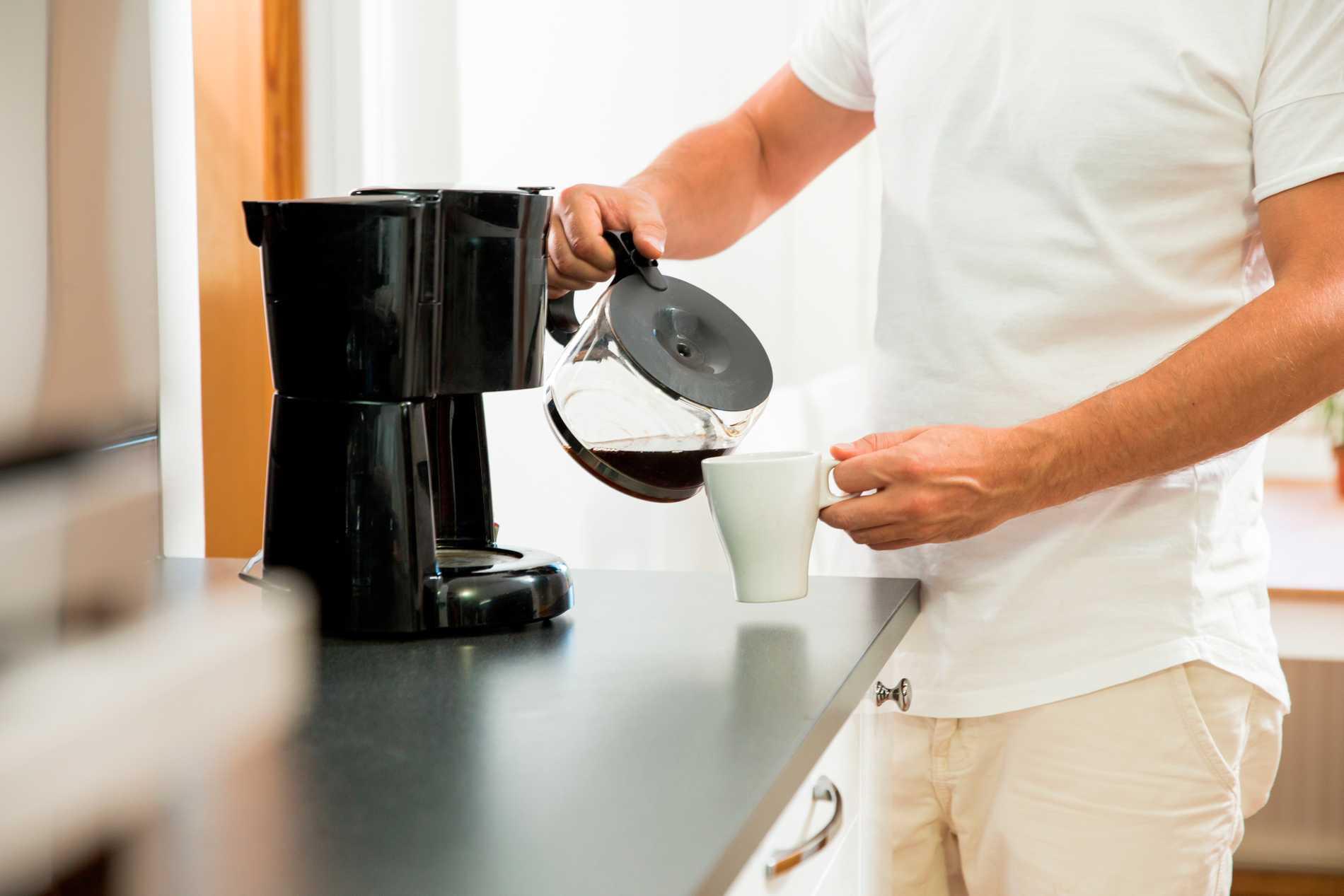 Kaffet smakar annorlunda med en avkalkad, ren och fräsch kaffekokare.
