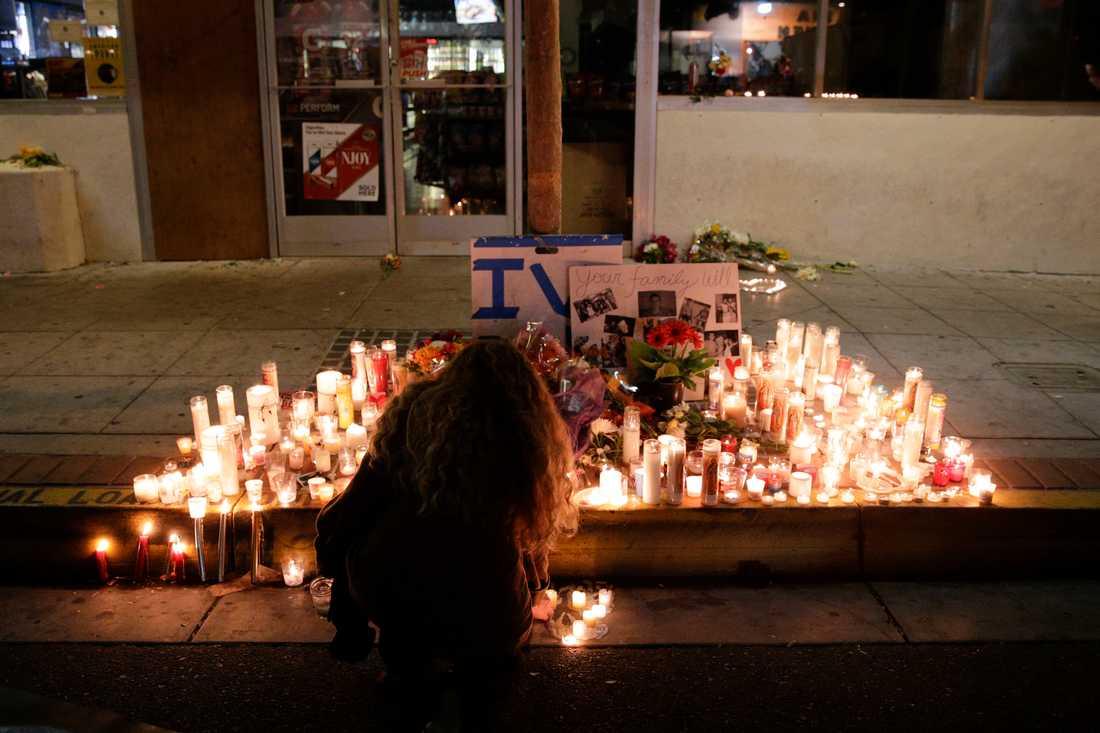 Ljus vid minnesplatsen där Elliot Rodgers offer hedrades efter massmordet 2014. Arkivbild.