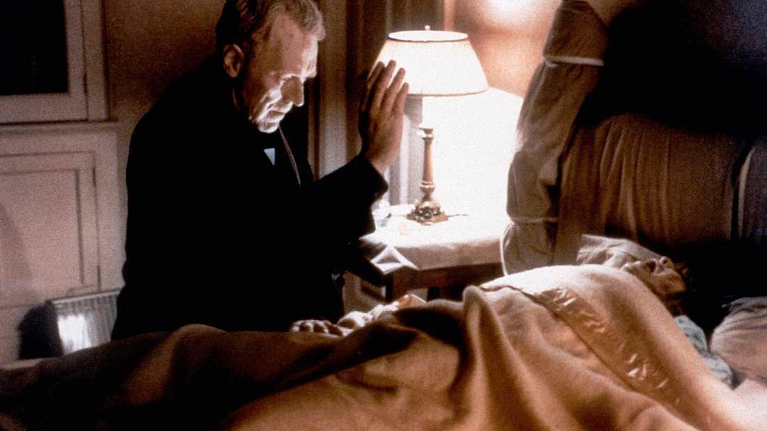 """Max von Sydow och Linda Blair i en scen i """"Exorcisten""""."""