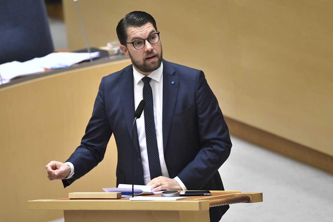 Jimmie Åkesson (SD) beklagar att det inte finns stöd för en misstroendeförklaring mot justitieministern.