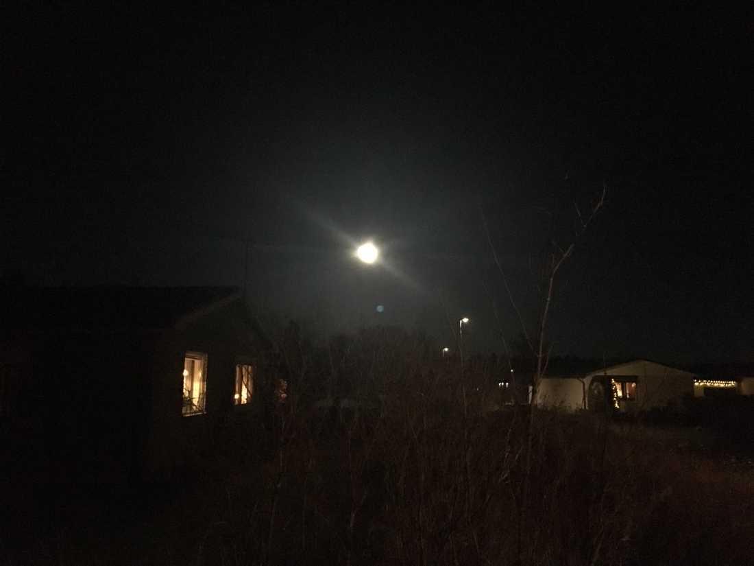 Månen, som den ser ut i Uppsala.