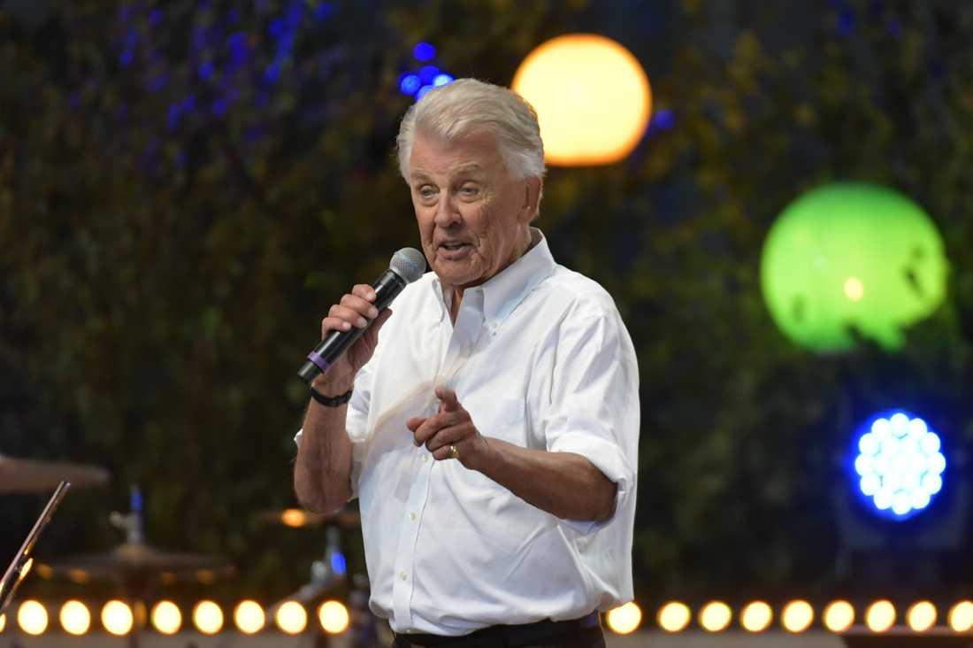 Sven-Bertil Taube har tvingats ställa in framträdanden i sommar, bland annat sina årliga konsert på Gröna Lund
