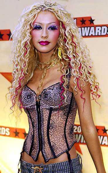 Den äldre generationen gillar inte Christina Aguileras kläder.