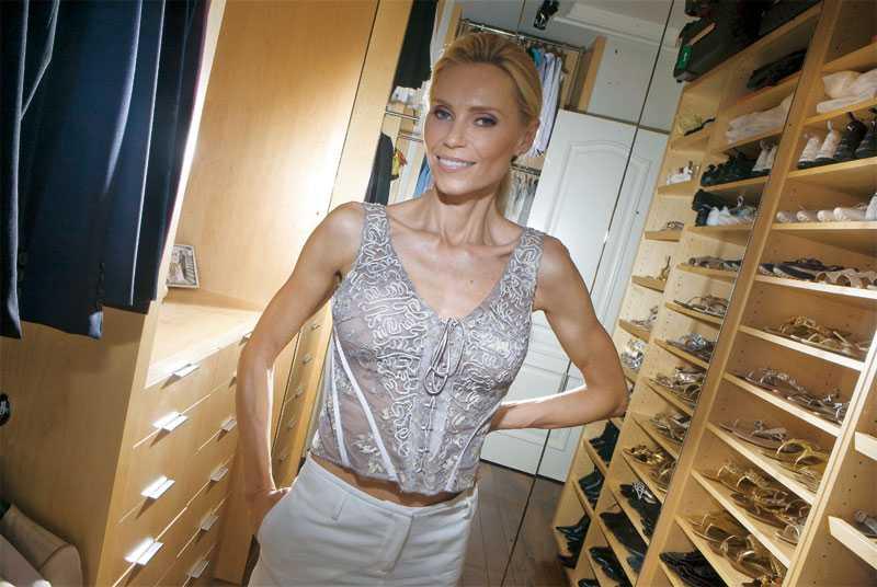 Walk in closet Här står Annas skor i prydlig rad. På rad. På rad...