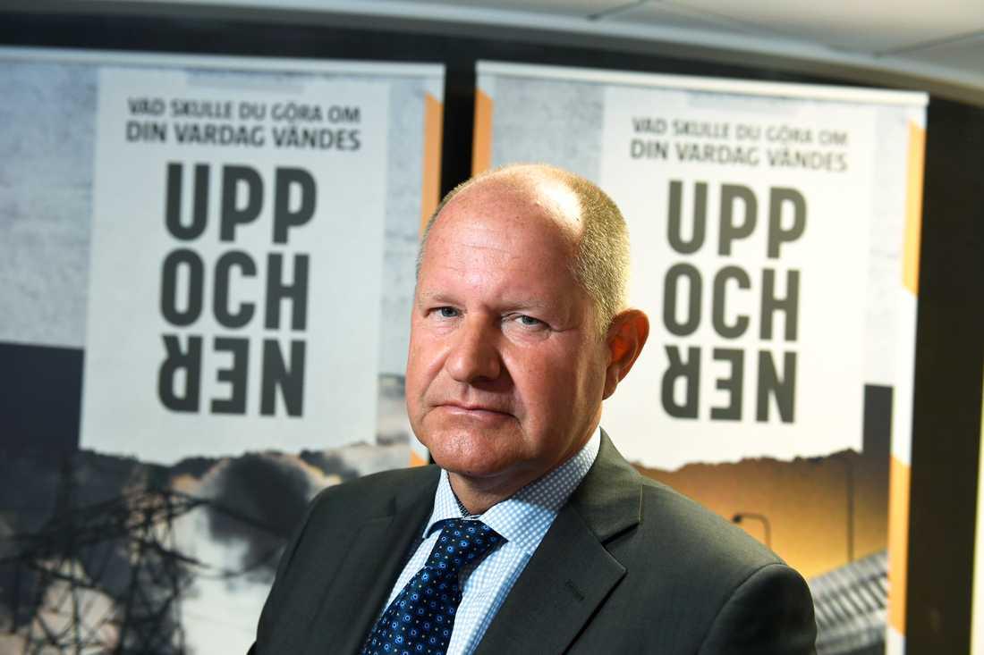 """Dan Eliasson, generaldirektör MSB, myndigheten för samhällsskydd och beredskap, presenterar broschyren """"Om krisen eller kriget kommer"""" under en pressträff i Stockholm."""