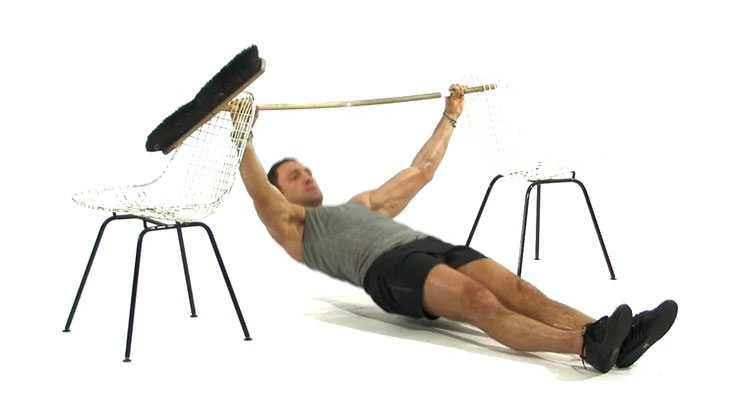 Omvänd armhävning (kan även göras under exempelvis ett bord), startposition.