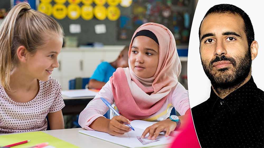 När man sätter på hijab på flickor, sexualiserar man barn, då denna handling insinuerar att barn är sexobjekt som bör skylas för att inte provocera mäns lustar, skriver Omar Makram,  GAPF.