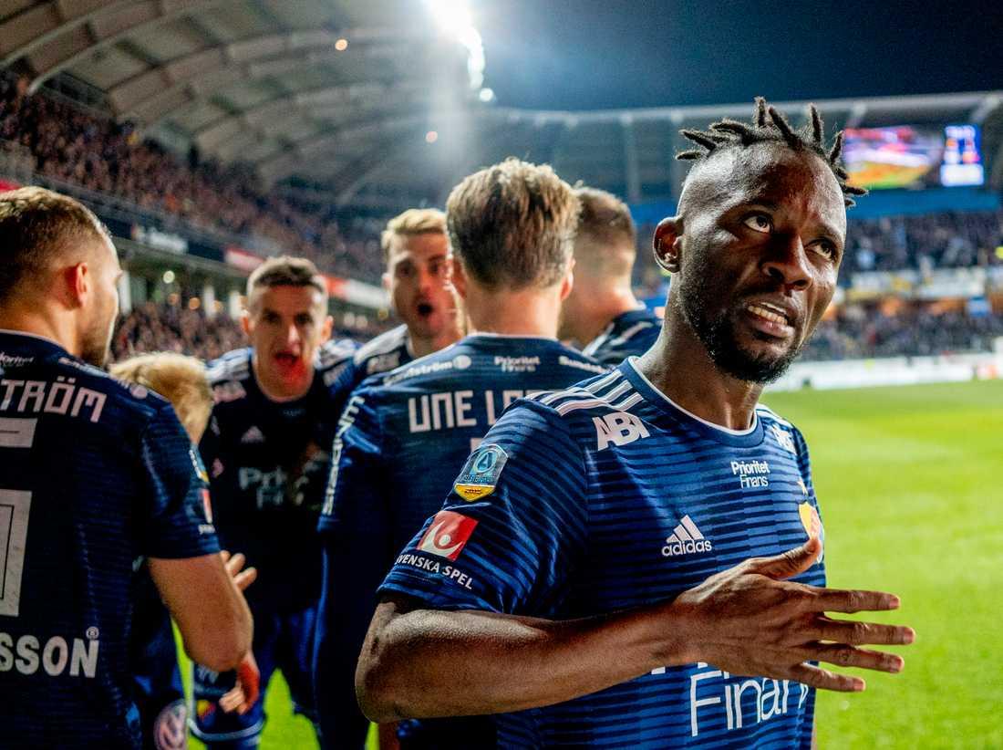 Djurgårdens Mohamed Buya Turay firar 1–0-målet i segermatchen mot IFK Göteborg.