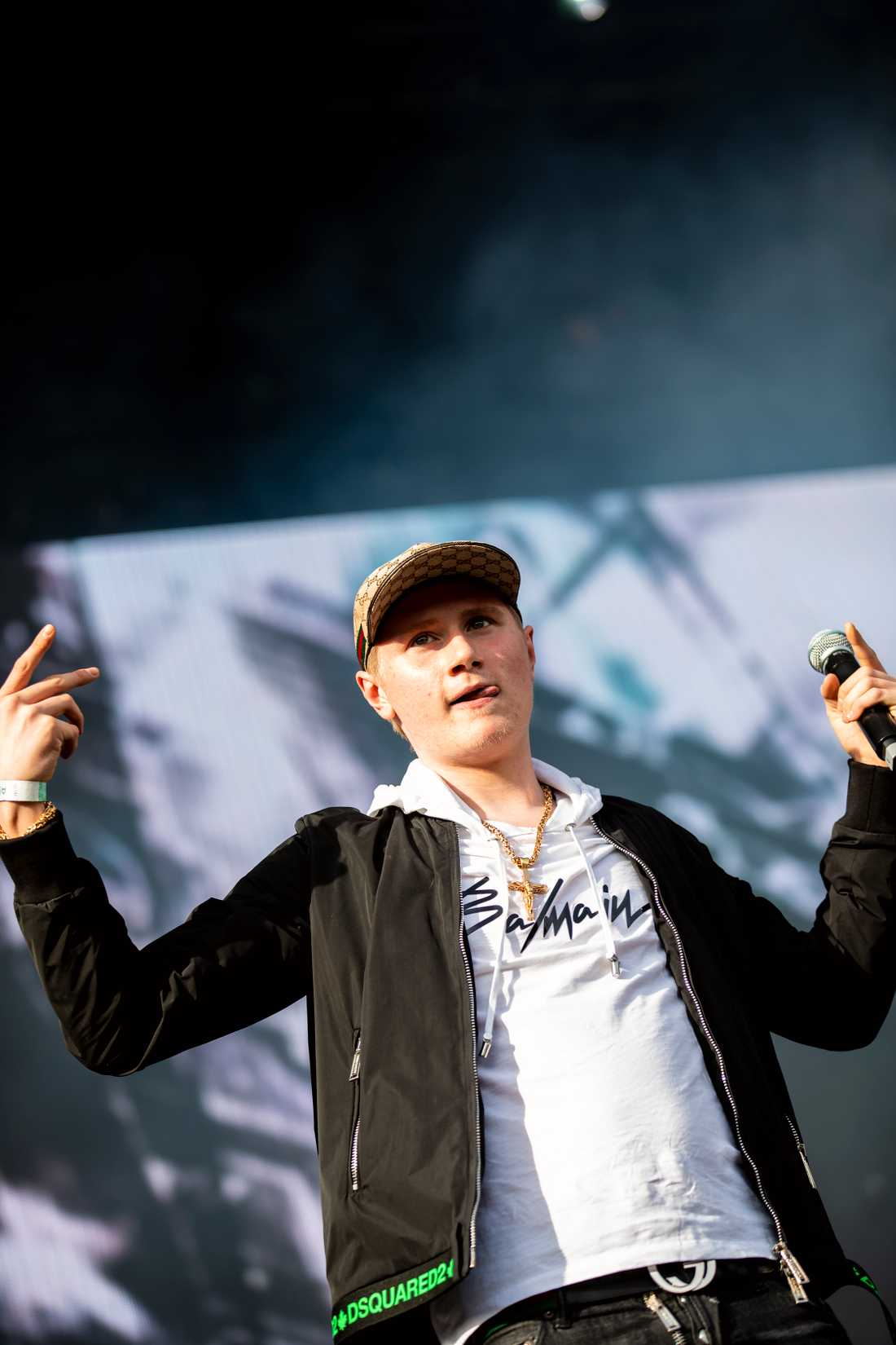 Einár uppträder på festivalen Smash