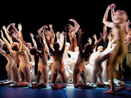 """""""Våroffer"""" med dansare ur Kungliga Baletten."""