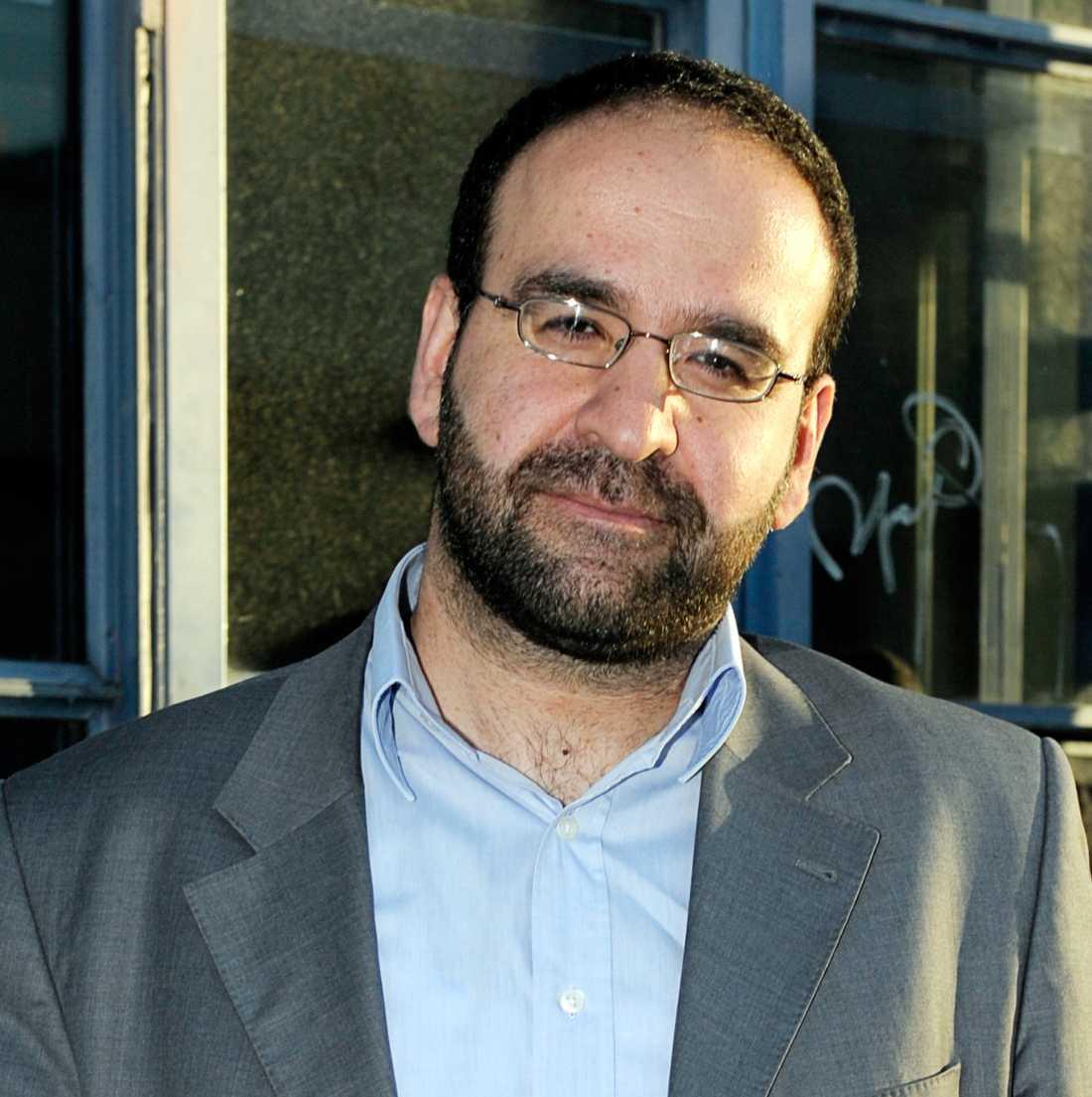 Bostads- och stadsutvecklingsminister Mehmet Kaplan (MP), 43
