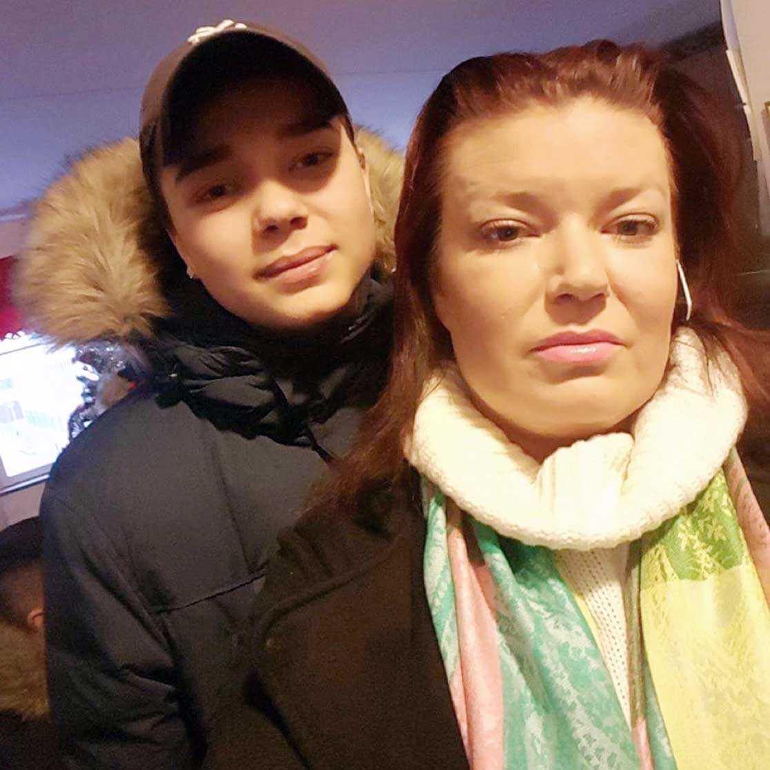 Carolina med sin son Robin som mördades i januari 2016. Han blev 15.