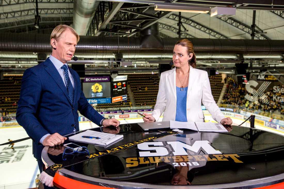 Tillsammans med Niklas Wikegård under SM-slutspelet i hockey 2015.